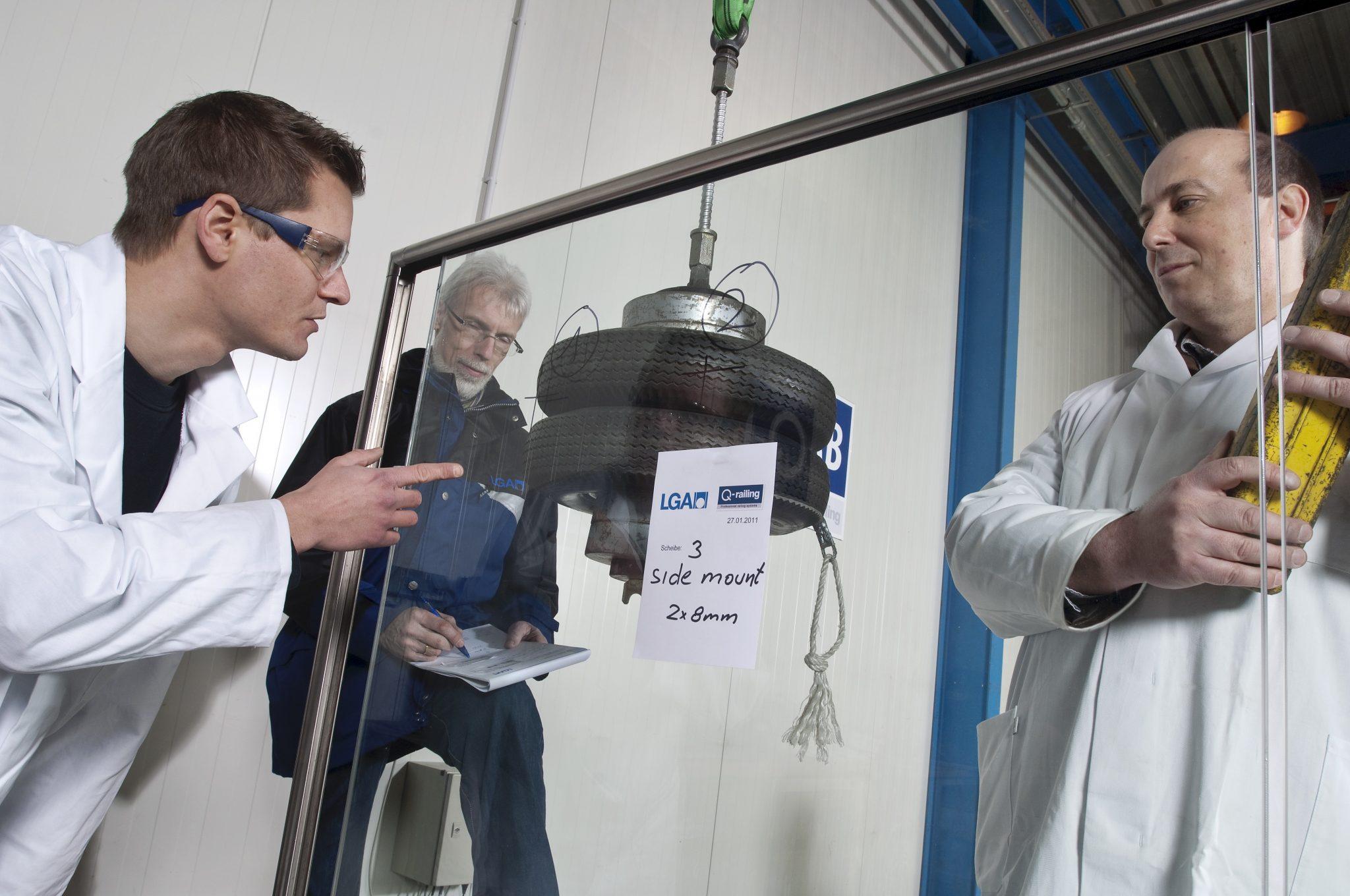 Sikkerhetstest glassrekkverk, stolpefritt rekkverk